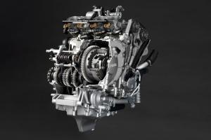 121815-2015-yamaha-yzf-r1-engine-transmission-cutaway