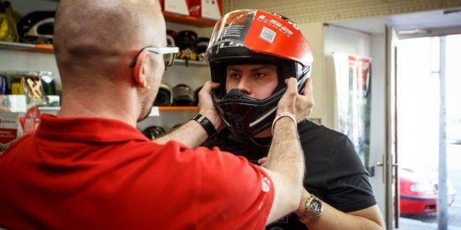 Výherce v soutěži s aplikací GoBikers si převzal výklopnou helmu LS2 Metro Firefly